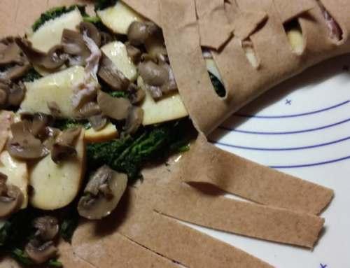 Treccia salata integrale farcita con verdure e formaggio