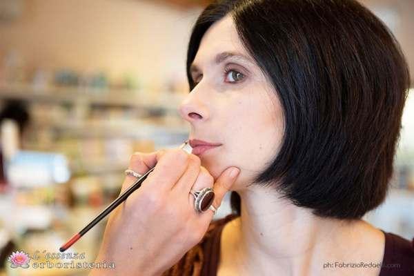 Giovedì 12 dicembre prova gratuitamente un trucco Neve Cosmetic – Erboristeria l'Essenza di Osimo